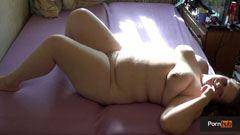 Den fet tjej blir knullad på golvet