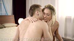 Sexiga blondinen och svansen