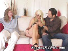 Bystiga fru med två kukar