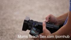 Fitness mamma och hennes dotter knulla tillsammans