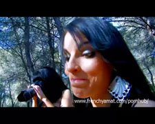 Skogsäventyr för brunett brud
