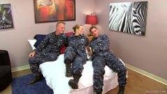 Az őrmester és a két tengerészgyalogos
