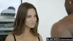 Denna flickvän älskar svart