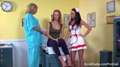 Nicole Aniston és a két ápolónő