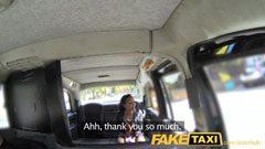 Taxichauffören förför passageraren