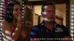Rachel Starr och hotelldirektör