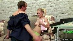 Läraren och sexig blondin