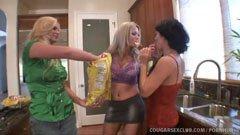 Tre hemmafruar och styva kuk