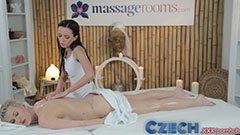 Sensuell kvinnlig massage
