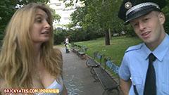 Polisen och den blonda tik