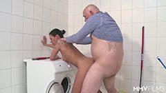 Den tyska mamma och tvättmaskinen mekaniker