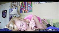 Fadern och den blonda lilla flickan