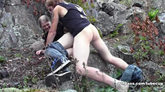 Amatör par knullar i skogen