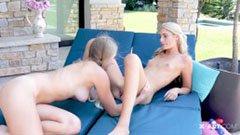Kendall och Hanna, de två 18-åriga flickvännen