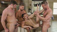 Fyra bögar i köket