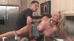 Den blonda hemmafru och den 18 åriga killen