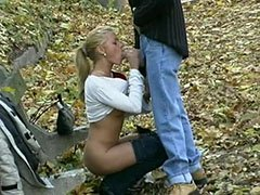Den tyska blondin knullar i parken
