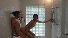 Med min asiatiska flickvän i duschen