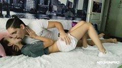 Skolflickan knullar med sin pojkvän efter skolan