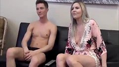 Den 18 åriga killen knullar med sin styvmor